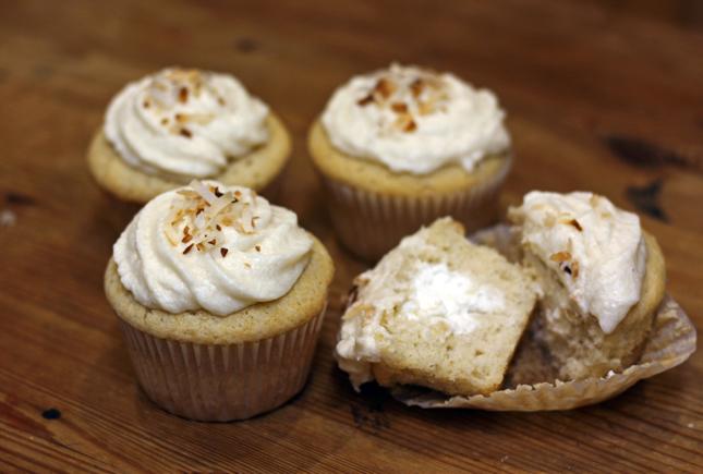 cupcake w whippd cream